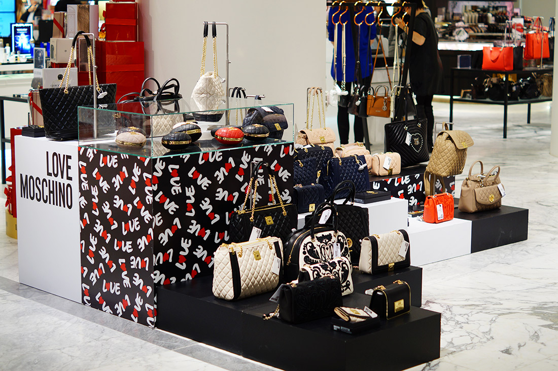 Bag-at-You---Fashion-blog---Love-Moschino---Pop-up-store-De-Bijenkorf