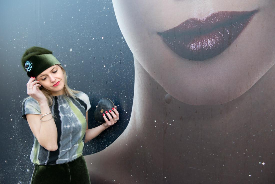 Bag-at-You---Fashion-blog---Love-Moschino-clutch---Armini-hat---Amsterdam