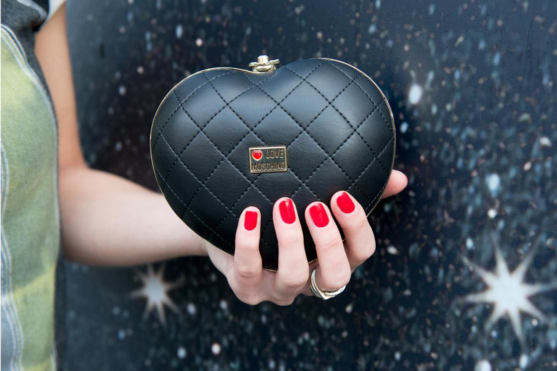e8e4ed18d4 20 Dec Bag-at-You—Fashion-blog—Love-Moschino-clutch—Pop-up-store—De- Bijenkorf-Amsterdam