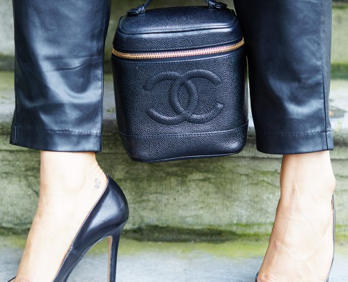 Bag-at-You---Fashion-blog---The-Trend-Attendant---Chanel-make-up-bag---Heels