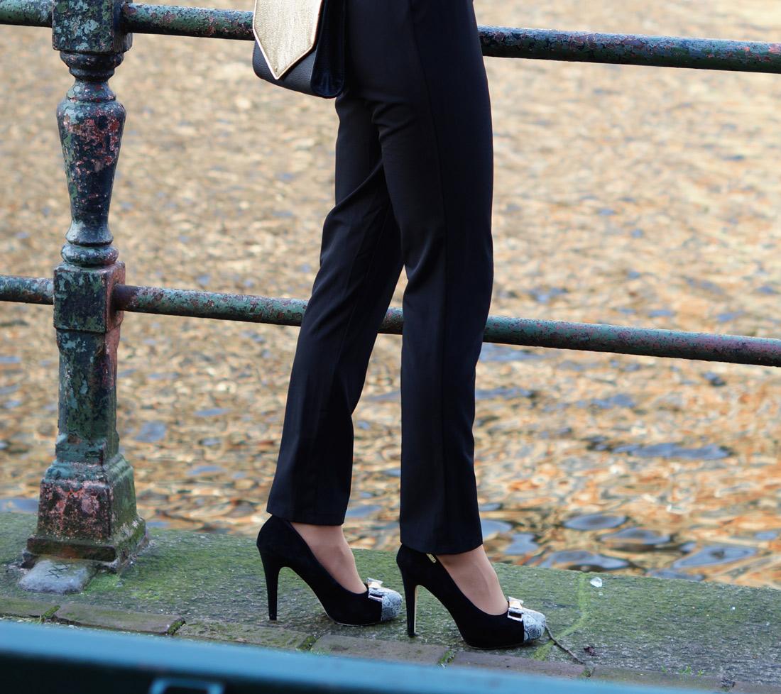Bag-at-you---fashion-blog---New-Years-Eve-heels---black
