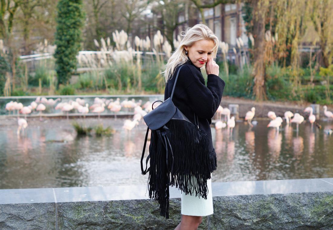 Bag-at-You---Fashion-blog---Black-fringe-sweater-and-backpack---Pepe-Jeans