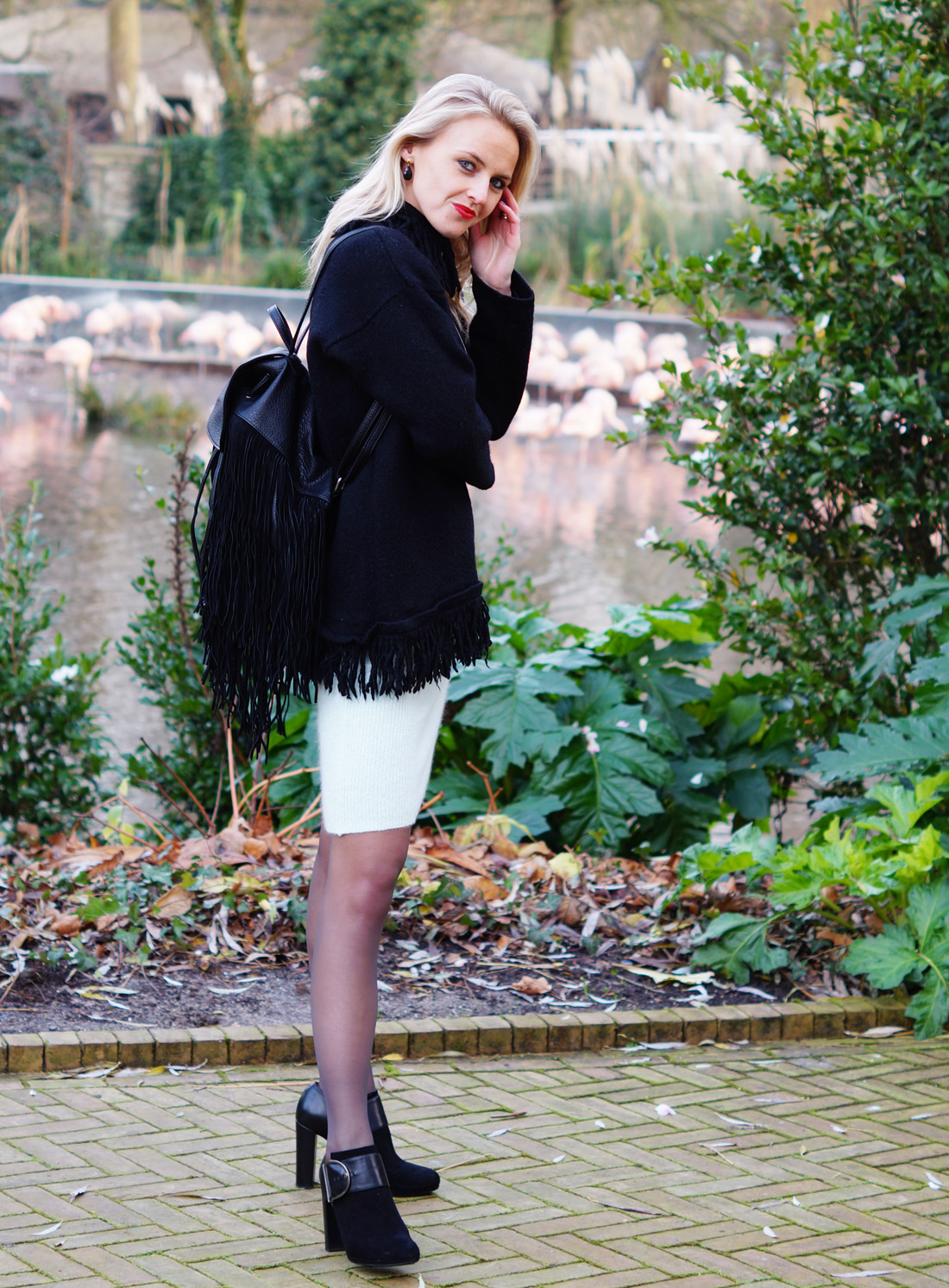 Bag-at-You---Fashion-blog---Cozy-wear-and-black-bag-fringes---Pepe-Jeans-London