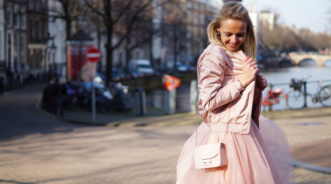 Bag-at-You---Fashion-blog---Furla-Bag-Metropolis-Pink---Amsterdam-Canals