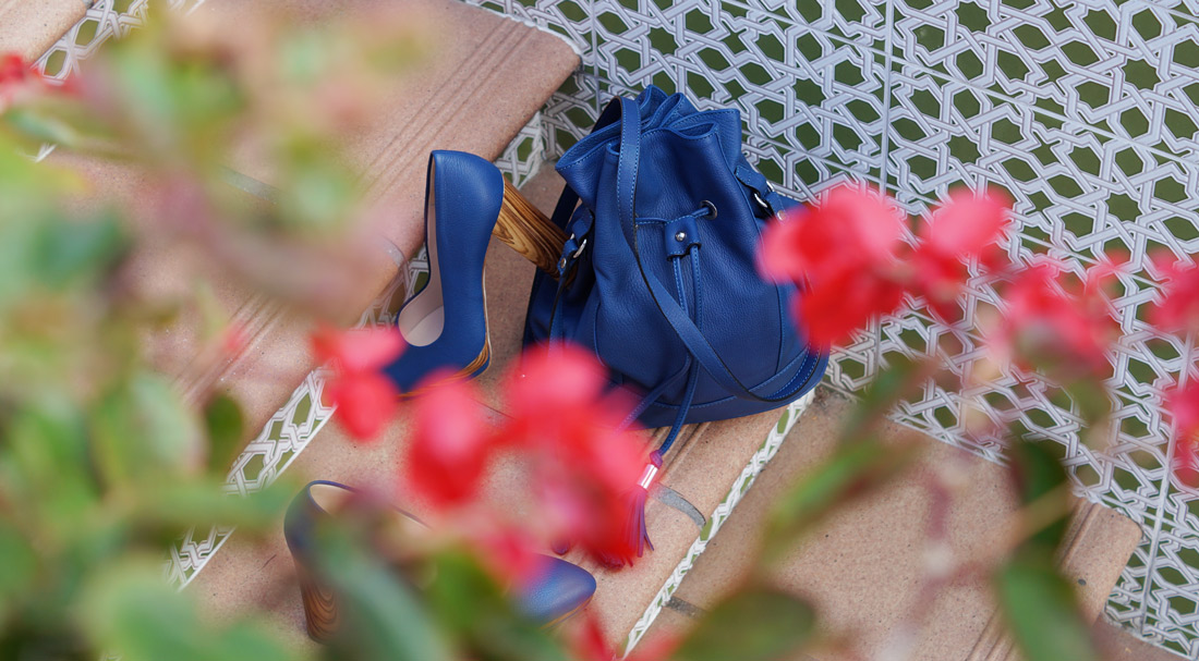Bag-at-you---Fashion-blog---Blue-bucket-bag-and-pumps---Assem