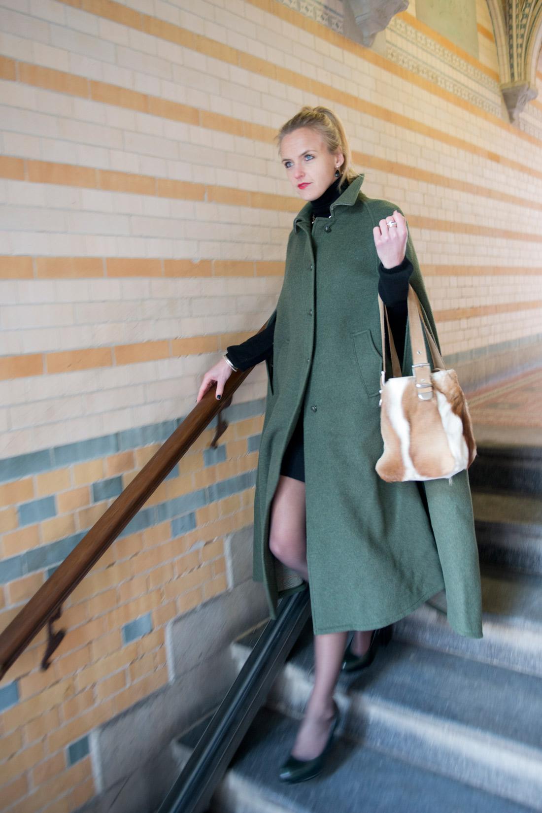 Bag-at-you---Fashion-blog---Timeless-elegance---Mantle-and-handbag