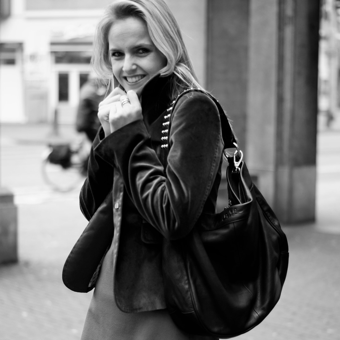 Bag-at-you---fashion-blog---the-perfect-black-bag-By-LouLou-1