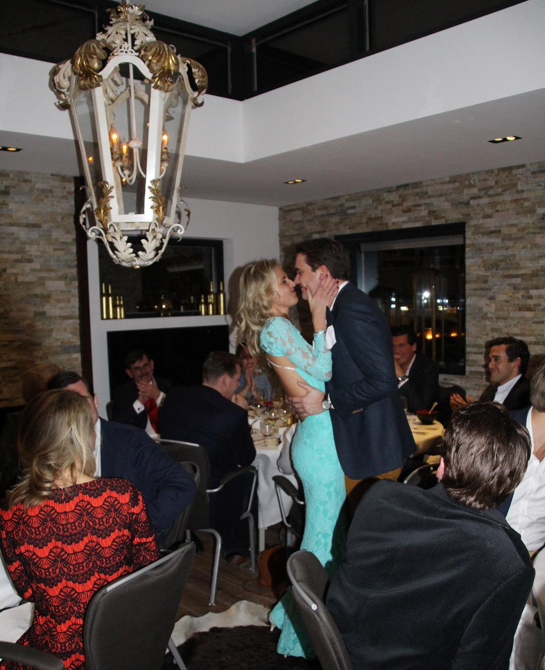 Bag-at-You---Pre-wedding-dinner---Kiss