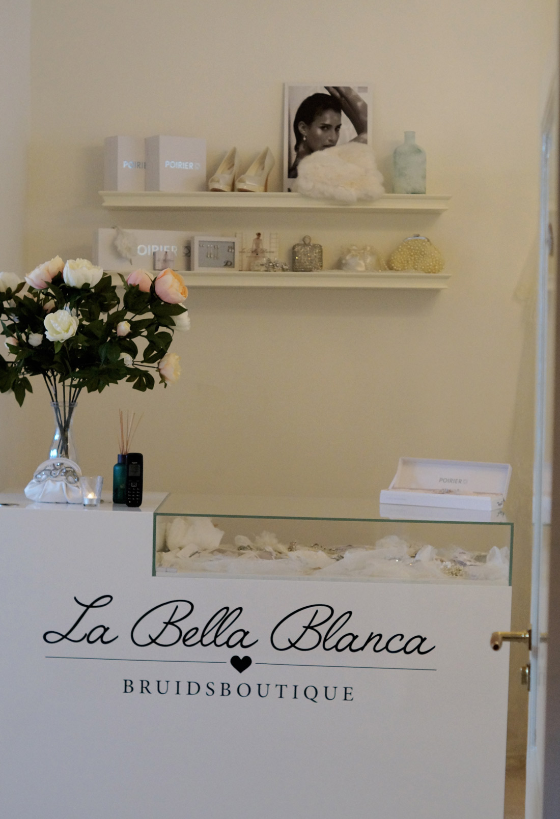 Bag-at-you---Fashion-blog---La-Bella-Blanca---Bridal-accessories