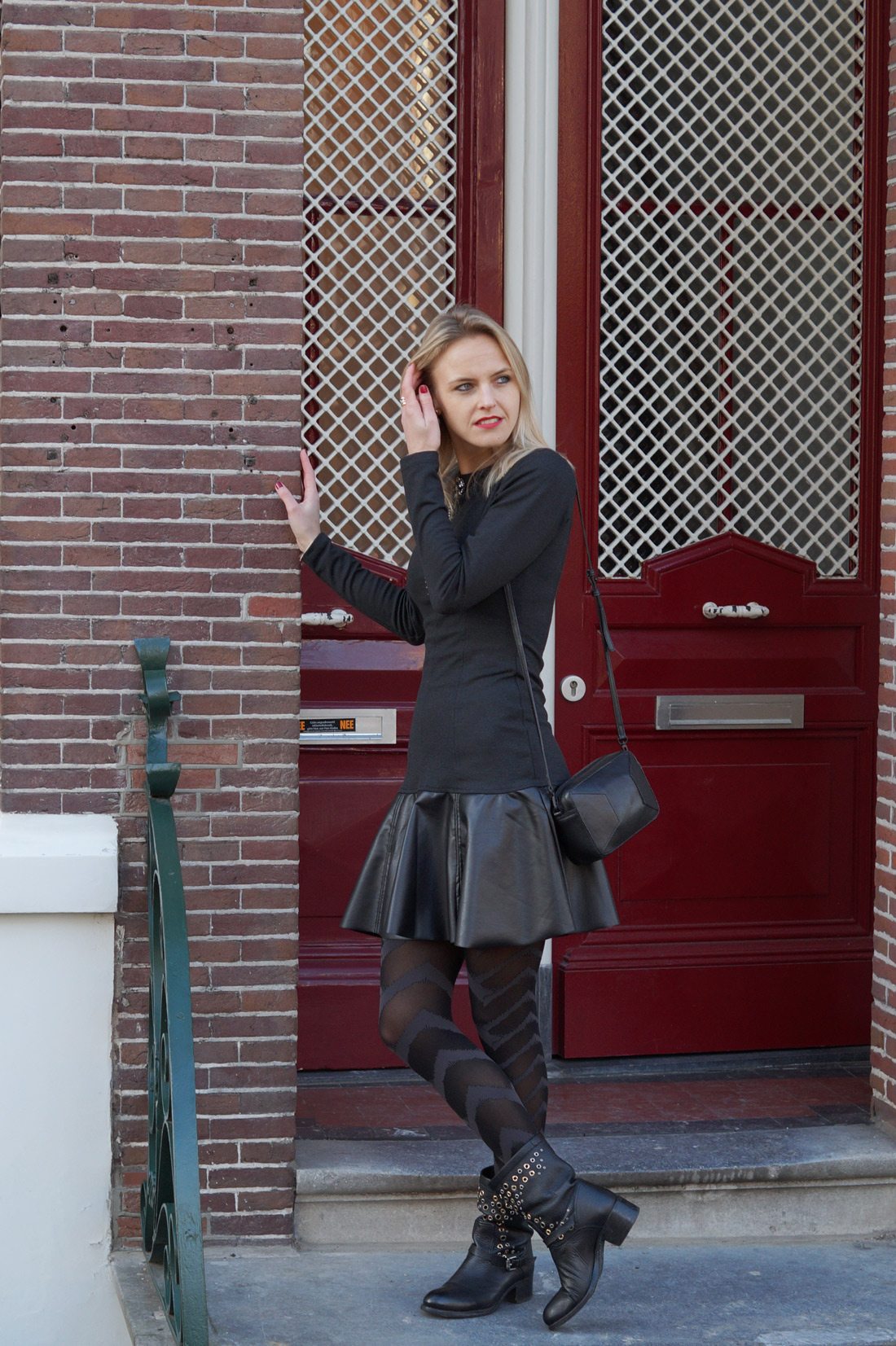 Bag-at-you---Fashion-blog---Street-style-black-boots---Grey-dress