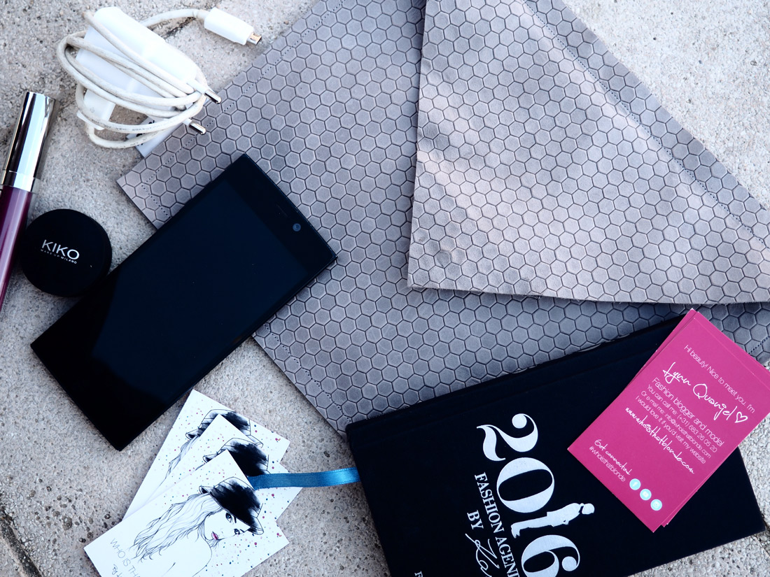Bag-at-you---Fashion-blog---What-the-Contents-of-Your-Bag-Say-About-You