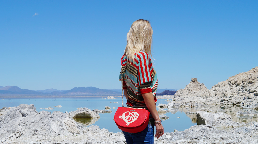 Bag-at-you---Fashion-blog---Love-Moschino-Bag---Mono-Lake