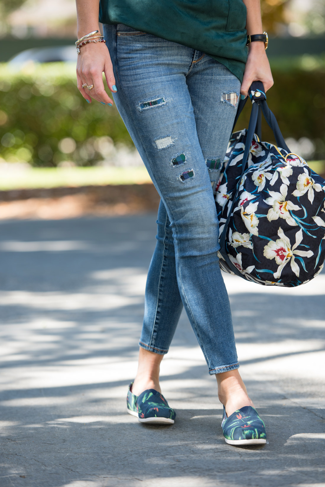 bag-at-you-fashion-blogger-abercrombie-jeans-and-toms-shoes