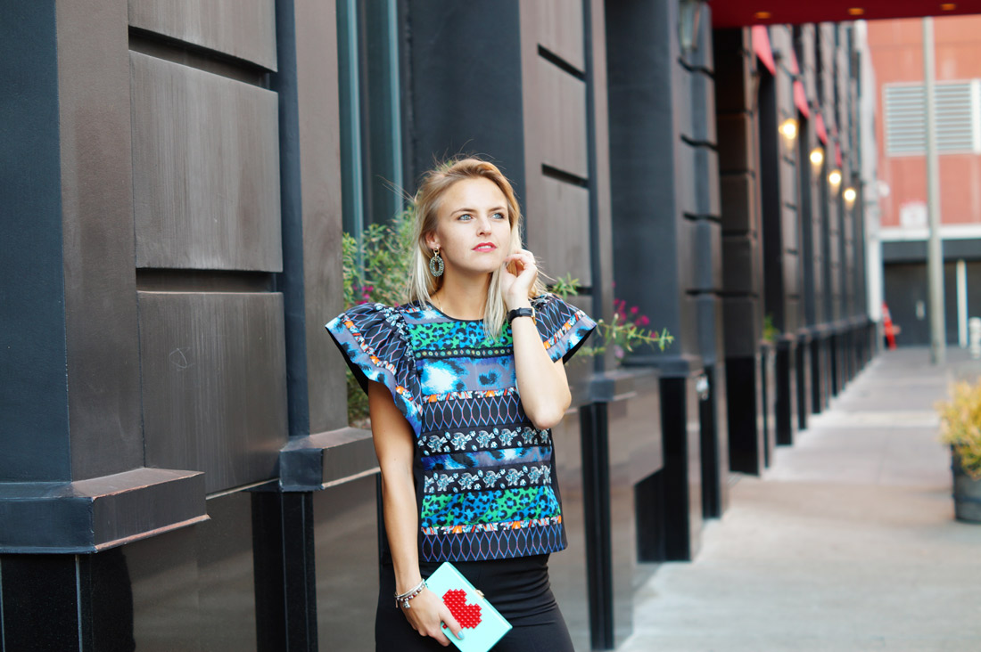 bag-at-you-fashion-blog-how-to-wear-a-statement-clutch
