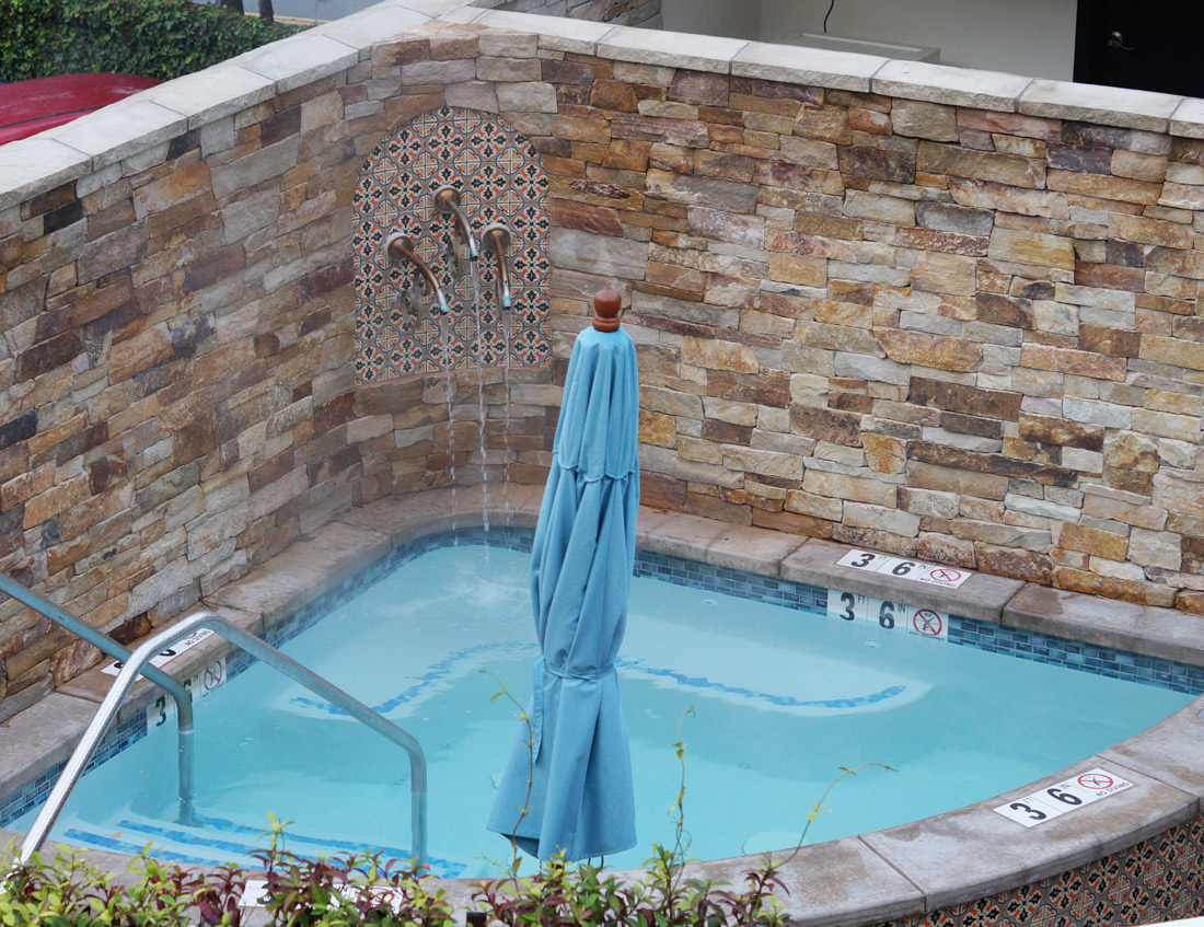 bag-at-you-jacuzzi-at-hotel-carmel