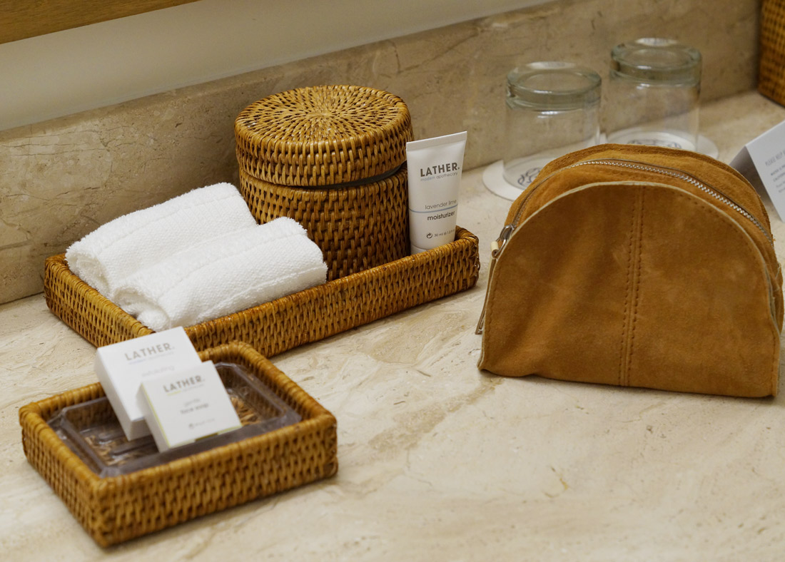 bag-at-you-travel-blog-bathroom-hotel-carmel