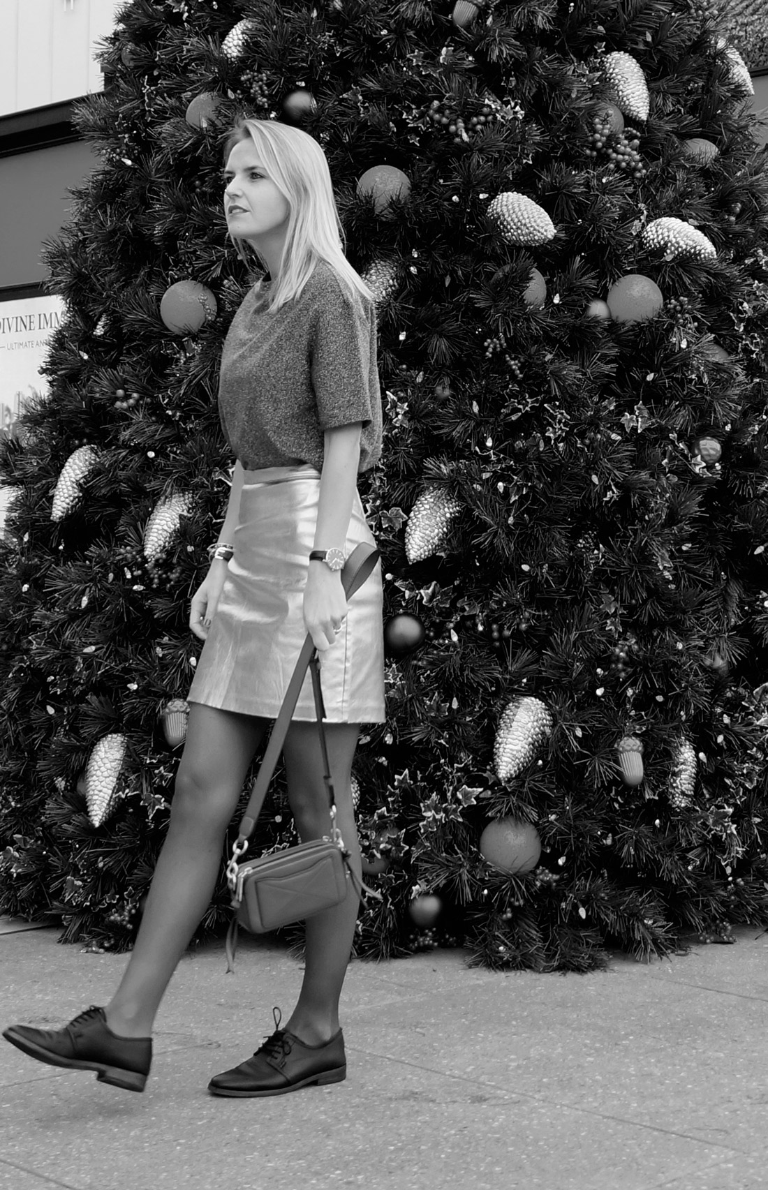 bag-at-you-fashion-blog-christmas-tree-outfit