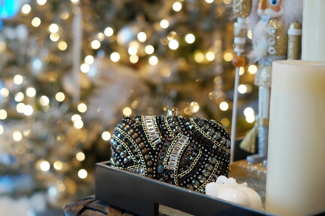 bag-at-you-fashion-blog-sequins-and-beaded-clutch