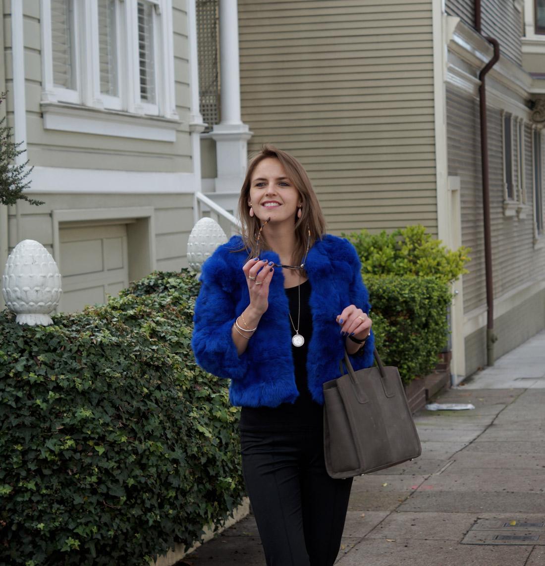 bag-at-you-fashion-blog-dezzal-blue-fur-coat