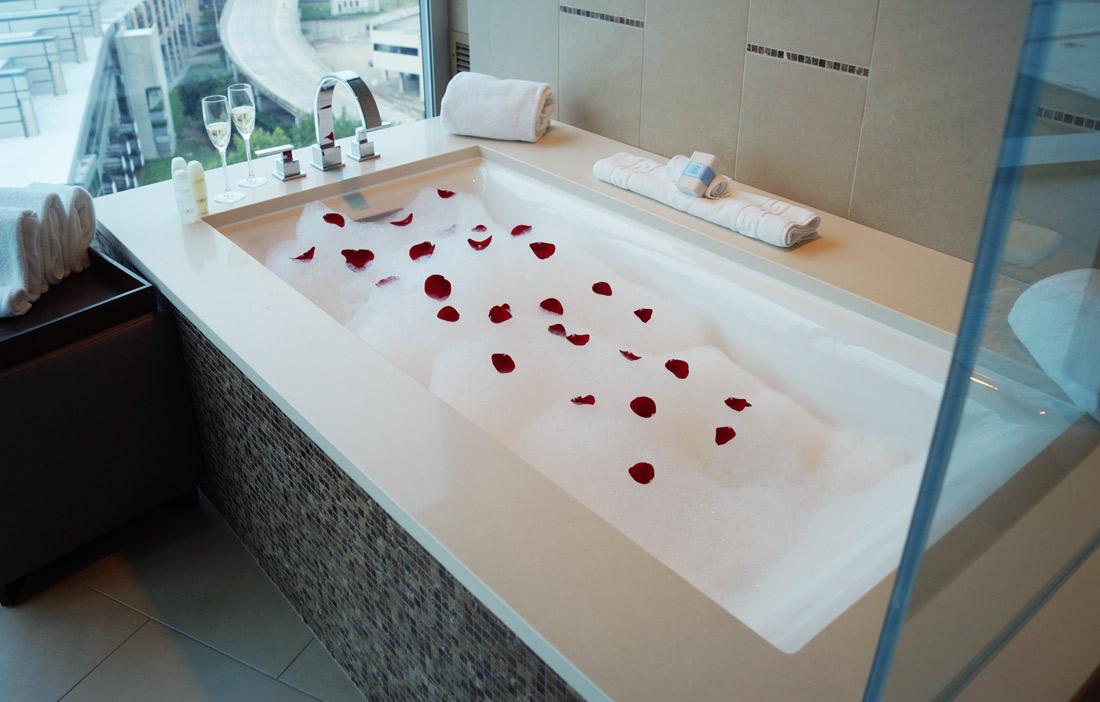 Omni-Dallas-Hotel---Bath-room-2