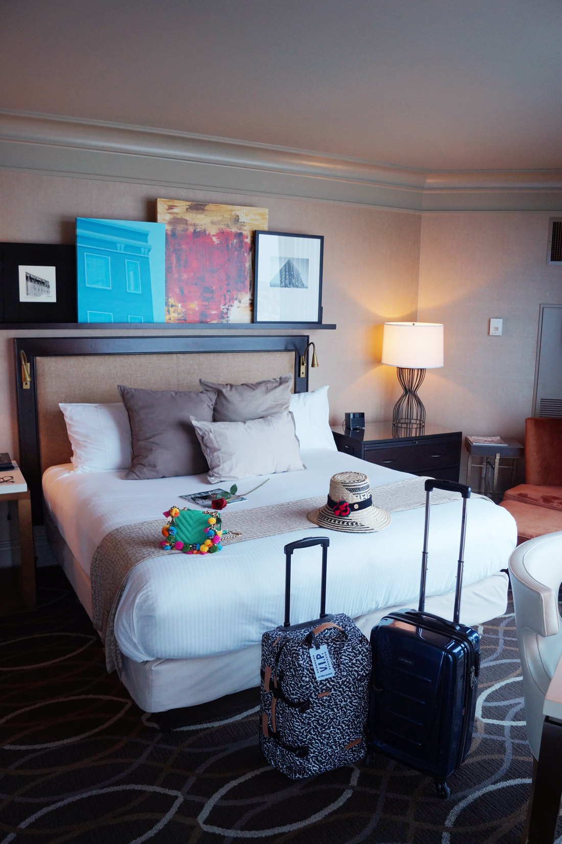Omni-Dallas-Hotel---Bed-in-suite