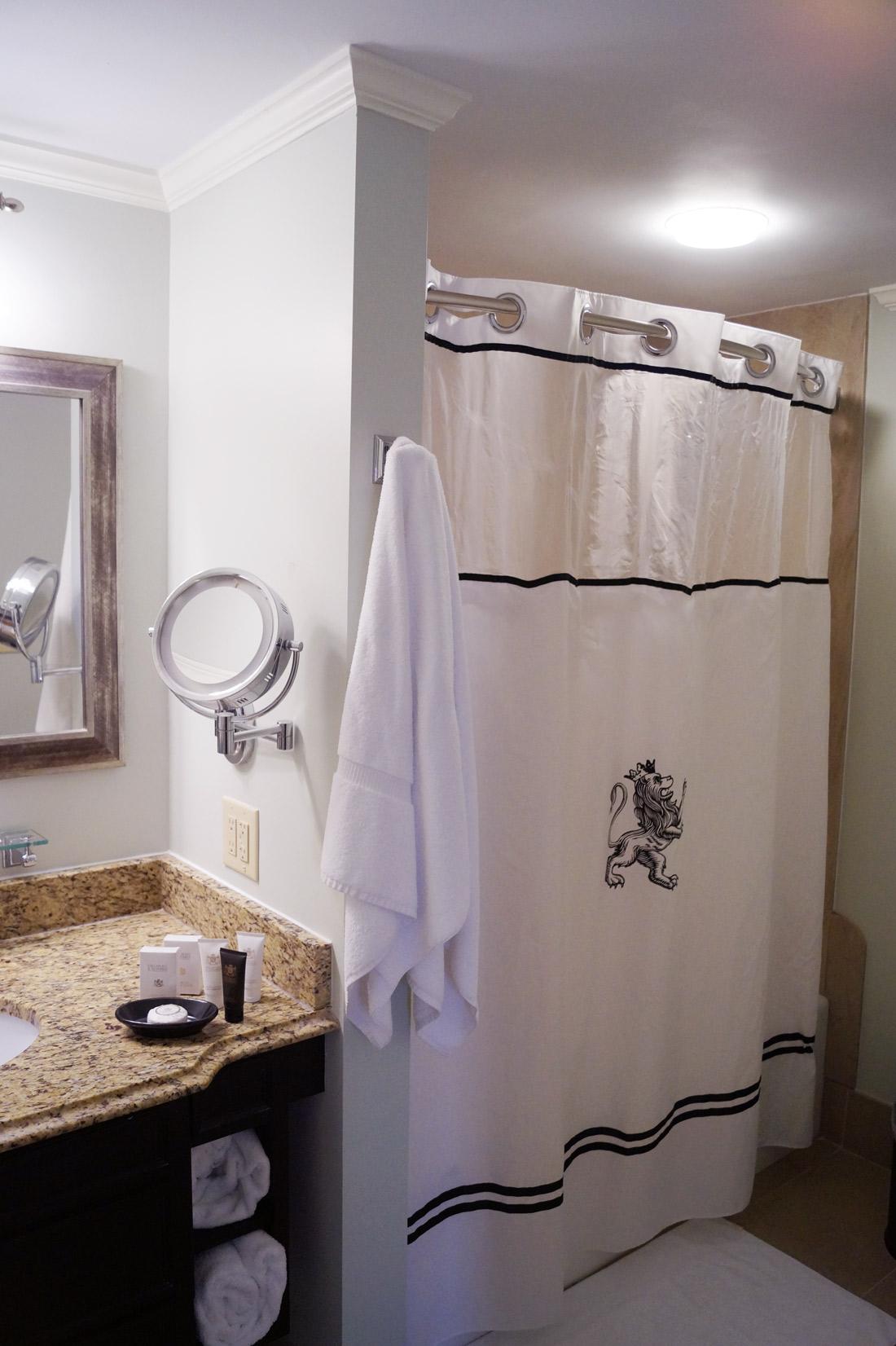 Bag-at-you---Travel-blog---King-Charles-Inn--bath-room