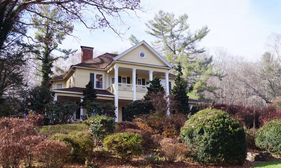 Bag-at-you---Travel-blog---Yellow-House-on-Plott-Creek-Rd---Waynesville