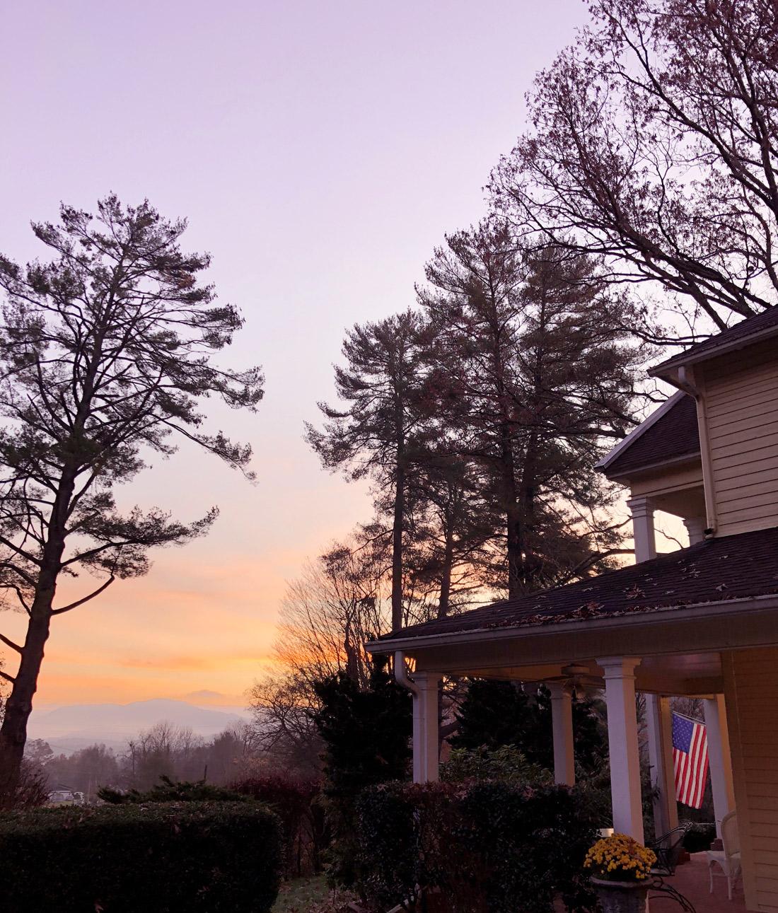 Bag-at-you---Travel-blog---Yellow-House-on-Plott-Creek-Rd---Sunrise